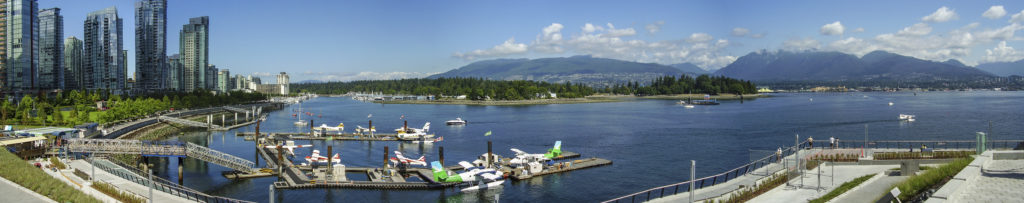 Vancouver Bay (British Columbia): the downtown is on the left. On the background, Stanley Park and North Vancouver
