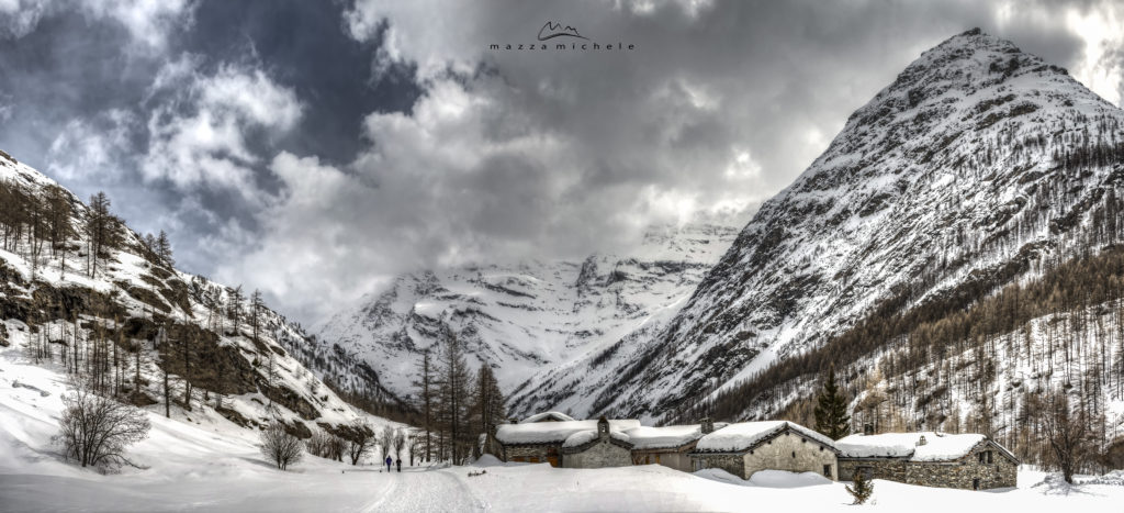 The village of La Goulaz and the Avérole Valley at the beginning of April - Haute Maurienne